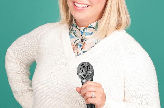 Services-keynote-seminar-speaker-microphone